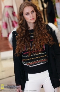 Parka Glo-story, sweter iFashion, spodnie Rinascimento.